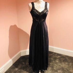 Gorgeous vintage nylon nightgown